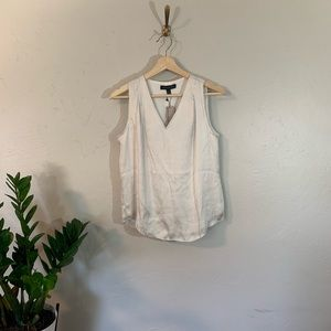 🌻 NWT Banana Republic Sleeveless Blouse cream